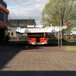 Brug over rotte voor transport