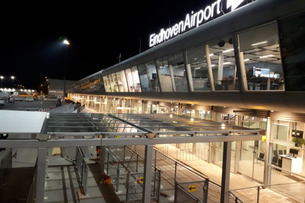 Overkapping eindhoven airport