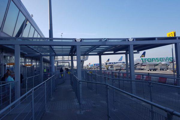 Zij aanzicht luifel eindhoven airport